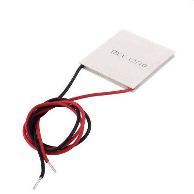 Moduł PELTIERA jest z budowane z dwóch cienkich płytek półprzewodnikowych. Przepływ prądu powoduje że z jednej strony płytka się nagrzewa, a z drugiej chłodzi. Im bardziej ochłodzimy nagrzewającą się stronę modułu, tym bardziej schłodzi się druga strona. Jesteśmy bezpośrednim importerem ogniw Peltiera. Dbamy, aby były najwyższej jakości. Cały proces produkcji jest nadzorowany przez naszą firmę. Moduł ogniwo Peltiera TEC1-12710 0-12V 12,5A 150W TEC1-12710 Moc pobierana max: 150 W Moc odprowadzana max: 89 W Prąd I max: 10 A Napięcie: 12V (max 15,V) Rezystancja: 1,8-2,4 Ω Delta Tmax: 60-67 °C Wymiary: 40x40x3,4 mm Najwyższa zmierzona sprawność przy 9V! Zastosowanie w: Moduły termoelektryczne mają szerokie zastosowanie w: Chłodzeniu nagrzewających się elementów elektronicznych Chłodzeniu generatorów wysokiej mocy Chłodzeniu diod laserowych Komorach do przechowywania win Komorach klimatycznych Przenośnych lodówkach i chłodziarkach Przechowywaniu i transporcie tkanek oraz preparatów biologicznych Termostatach do akwariów i terrariów Innych procesach i urządzeniach wymagających precyzyjnej regulacji temperatury. Najwyższa zmierzona sprawność przy 9V!