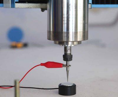 Długość przewodu: 1,2m Typ zacisku: Krokodylek Wysokość: 2cm Średnica: 3,5cm Kompatybilność z: Mach3, GRBL, LinuxCNC, drukarki 3D itp. Przewody: czerwony + czarny Proces produkcji naszych urządzeń odbywa się na bazie stawianych przez nas wytycznych. Proszę zwrócić uwagę na wysoką jakość wykonania urządzenia. Na naszych aukcjach są realne zdjęcia naszego produktu.
